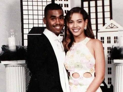 Una sorridente Beyoncé, il partner doveva piacerle molto!