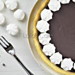 Crostata con ganache al cioccolato fondente e meringhe