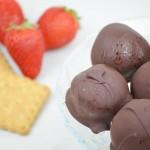 Bon-bon Cheesecake fragole e cioccolato – VIDEO RICETTA