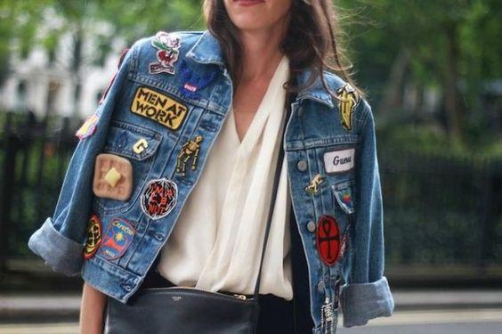 come personalizzare un giubbotto di jeans con spille e toppe