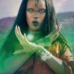 """Rihanna aliena senza sopracciglia in """"Sledgehammer"""""""