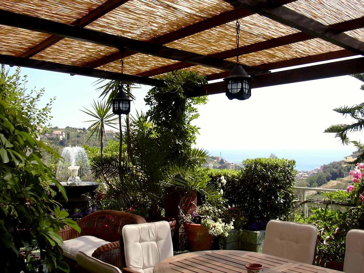 Idee per arredare la veranda in estate wegirls - Arredamenti per giardini e terrazzi ...