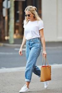 mom jeans come indossarli