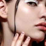 La nuova tendenza unghie è la liner manicure, ecco come realizzarla