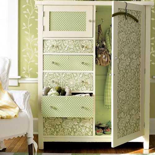 Vecchi mobili come ridargli vita per arredare casa con il for Carta da parati per rivestire armadio
