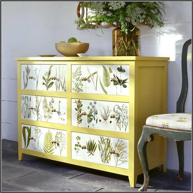 Vecchi mobili come ridargli vita per arredare casa con il riciclo creativo wegirls - Decoupage su mobili in legno ...