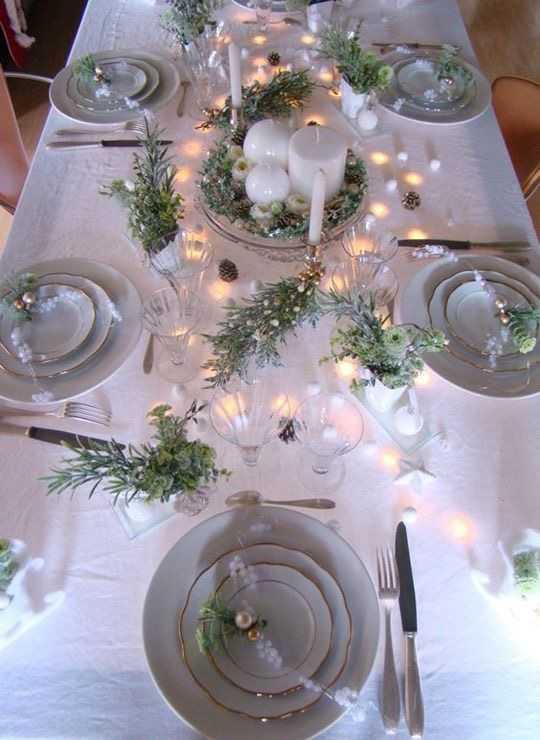 Come apparecchiare la tavola delle feste 3 idee per - Addobbi natalizi sulla tavola ...