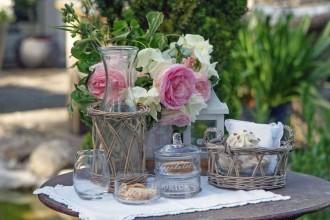 accessori-per-giardino-arredare-un-in-stile-shabby-chic-la-primavera-foto-9-vintage-tavola-sulla-categoria-idee-arredamento-casa-con-1200x712